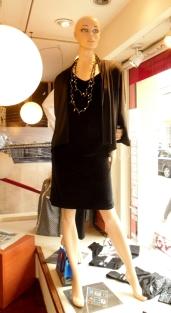 Vestido spandex con brillos y spolverino en seda fría.