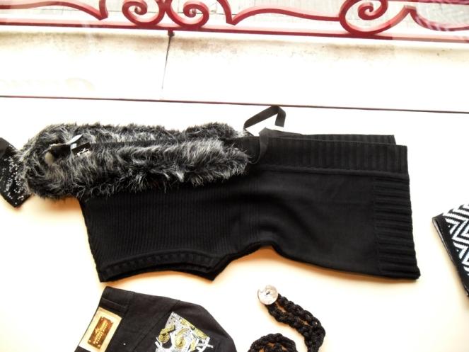 Chaleco Negro con detalle de piel. Comodísimo.