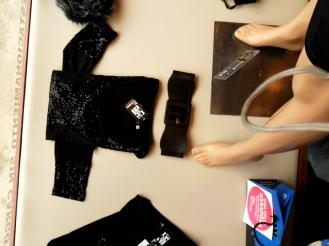 Remera negra con lentejuelas. Un toque diferente para una básica.
