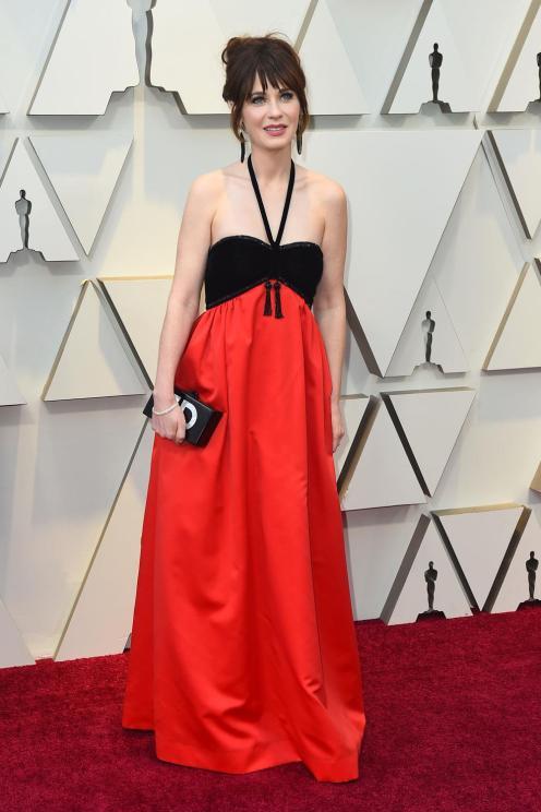 Zooey Deschanel : bustier negro y falda roja... Hermoso, pero no le quedaba muy bien.